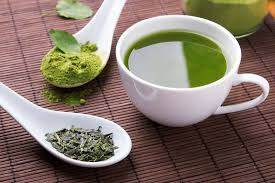 eine Tasse grüner Tee